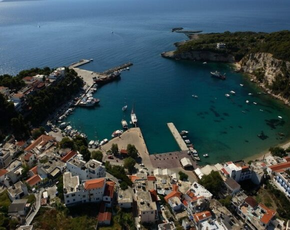 Alonissos Gives Covid-19 Info in Four Languages