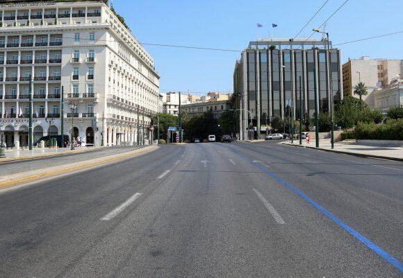 Δεν κυκλοφορεί ψυχή: Τα 5 νέα μέτρα της κυβέρνησης που έπεισαν τους Έλληνες να κλειστούν στα σπίτια