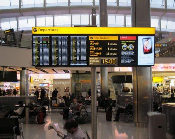 Η Ελλάδα αναστέλλει τις πτήσεις από Βρετανία και Τουρκία Αναστολή και οδικών, σιδηροδρομικών και θαλάσσιων από Τουρκία