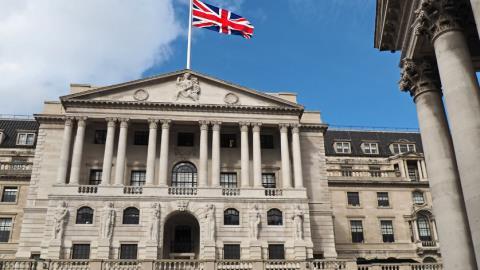 Η Τράπεζα της Αγγλίας ακυρώνει τα stress tests των τραπεζών