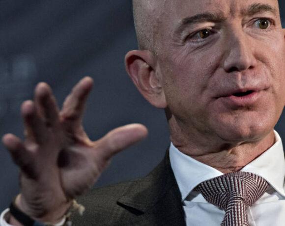 Κίνηση – ματ: Ο Μπέζος πούλησε μετοχές της Amazon αξίας $3,4 δισ