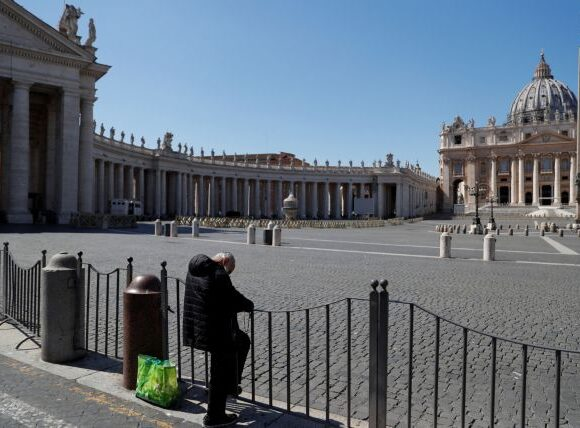 Κοροναϊός – Βατικανό : Θετικός στον ιό κληρικός «κοντά» στον Πάπα