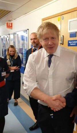 Κοροναϊός – Βρετανία : «Έκανα χειραψία με ασθενείς που είχαν προσβληθεί» είχε παραδεχτεί ο Τζόνσον