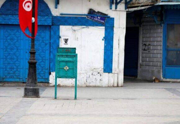 Κοροναϊός: Κλείστηκαν οικειοθελώς σε εργοστάσιο για να φτιάξουν μάσκες