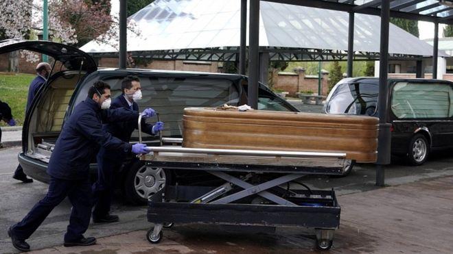 Κοροναϊός : Φρίκη στα γηροκομεία της Ισπανίας – Νεκροί και εγκαταλελειμμένοι ηλικιωμένοι