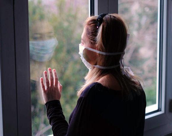 Κορονοϊός: Έλληνες ψυχίατροι στηρίζουν τον κόσμο διαδικτυακά