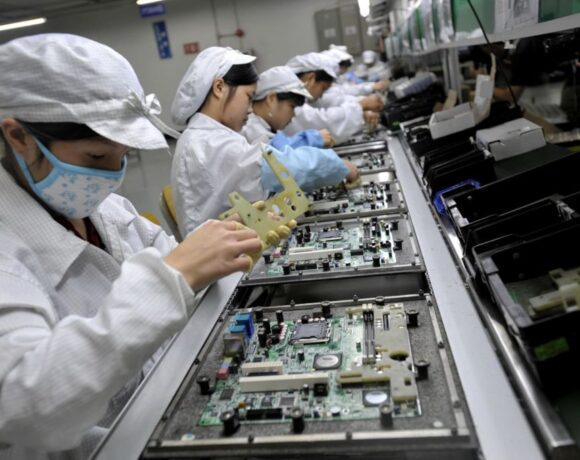 Κορονοϊός: Παγώνουν οι γραμμές παραγωγής ηλεκτρικών ειδών ανά τον κόσμο