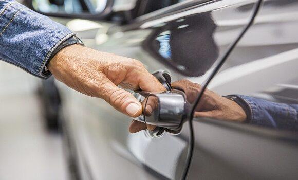 Κορονοϊός: Πως προστατευόμαστε όταν μπαίνουμε στο αυτοκίνητό μας