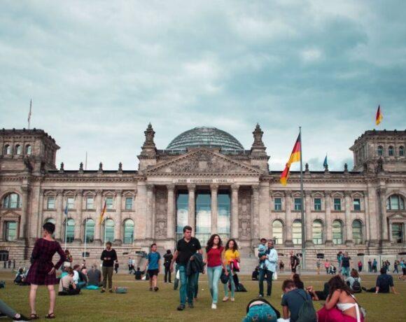 Κορωνοϊός – Γερμανία: Απαγορεύονται οι συναθροίσεις άνω των δύο ατόμων