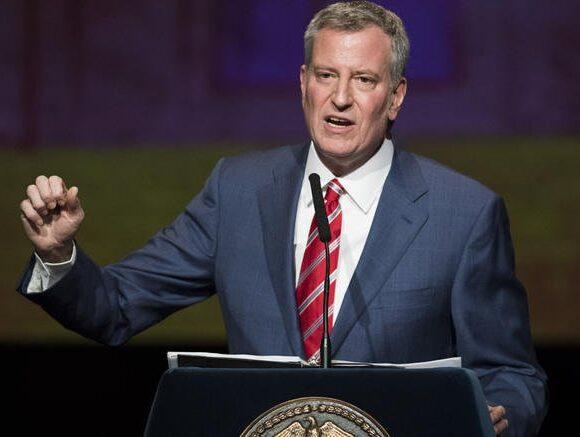 Ο δήμαρχος της Νέας Υόρκης απαιτεί απάντηση από τον Λευκό Οίκο