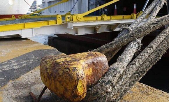 Πέτσας: Εξετάζουμε μέτρα περιορισμού σε πλοία και αεροπλάνα