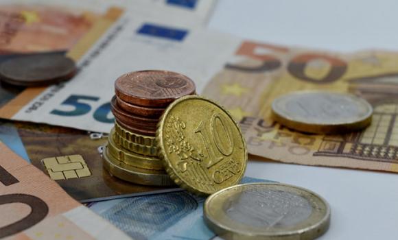 Ποιοι εξασφαλίζουν το επίδομα των 800 ευρώ - Τι θα συμβεί με το Δώρο Πάσχα