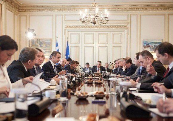 Πρώτο υπουργικό με τηλεδιάσκεψη για τα μέτρα κατά του κορωνοϊού