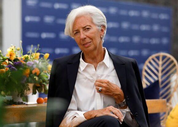 Πώς βοηθά την οικονομία η ένταξη των ελληνικών ομολόγων στο QE