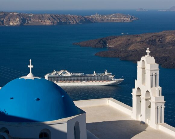 Cruise Ships Restricted in Greece Until April 15