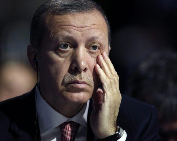 Game over για Ερντογάν: Ούτε δολάριο στα αποθέματά του – παρακαλά τη Fed για δολάρια