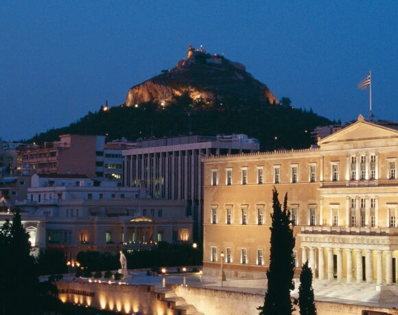 Greek Tourism Sector Recovery Depends on Covid-19 Crisis Duration, Says BoG