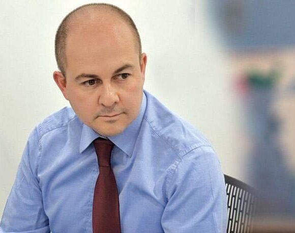 Kωστόπουλος (ΕΑΣ): Διαθέτει το 50% του μισθού του στον ειδικό λογαριασμό για τον Covid-19