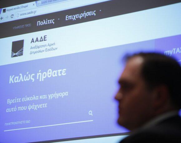 Άνοιξαν οι αιτήσεις για τα 800 ευρώ σε επαγγελματίες και επιχειρήσεις