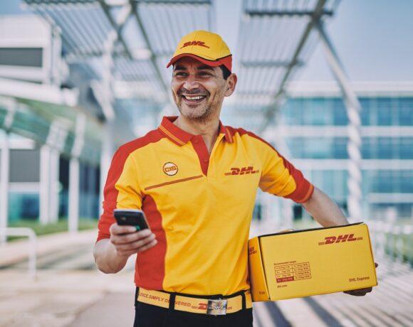 Έφοδος και στην DHL – Συνεχίζονται οι έλεγχοι στις εταιρείες ταχυμεταφορών