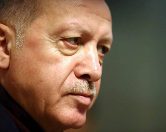 Αδιέξοδο Ερντογάν: H λίρα λύγισε από την πολιορκία των αγορών – Αναλυτές: Έρχονται Capital Controls
