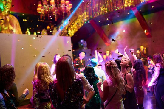 Απτόητοι οι Βρετανοί: Εκατοντάδες πάρτι εν μέσω πανδημίας