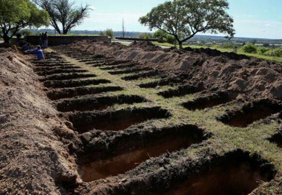 Αργεντινή: Εντολή να σκαφτούν εκατοντάδες τάφοι – Φόβοι για αύξηση θυμάτων