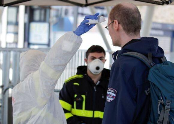 Βρετανία-κορονοϊός: 596 νέοι θάνατοι στα νοσοκομεία