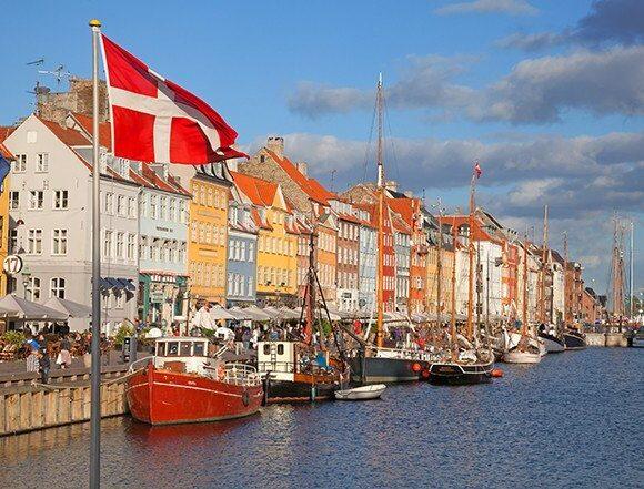 Δανία: Η πρώτη ευρωπαϊκή χώρα που ανοίγει σχολεία