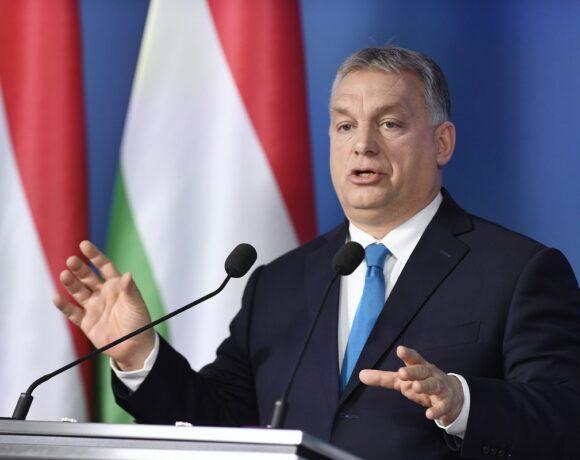 Δεκατρείς χώρες της ΕΕ στηρίζουν την Κομισιόν στην αποδοκιμασία του Ορμπάν