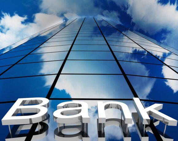 Ελληνικές τράπεζες: τα θετικά κι αρνητικά του κλάδου – Οι καταλύτες που θα ανατρέψουν τις δυσμενείς εκθέσεις