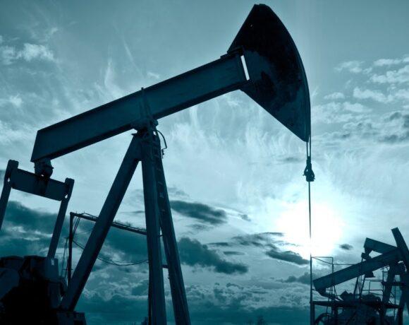 Η ιστορική συμφωνία δεν «φρέναρε» την πτώση – Με αρνητικό πρόσημο το πετρέλαιο