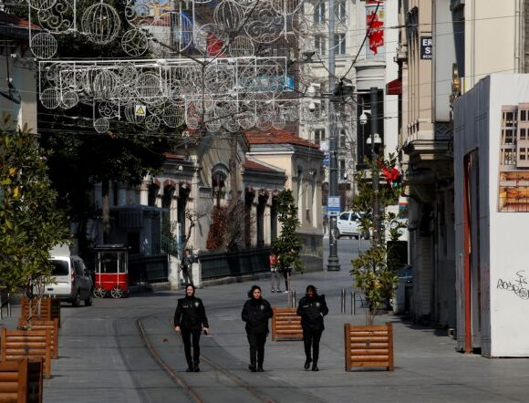 Η Τουρκία βάζει πάλι χέρι στα social media με πρόφαση τον κοροναϊό