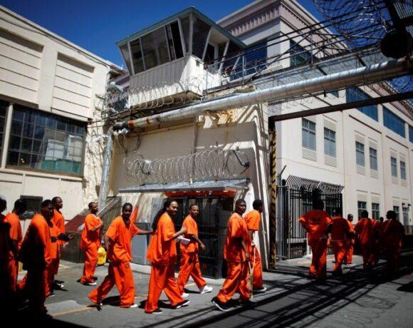 ΗΠΑ : Απαγόρευσαν την εξαγωγή μασκών – Αποφυλακίζουν κρατούμενους