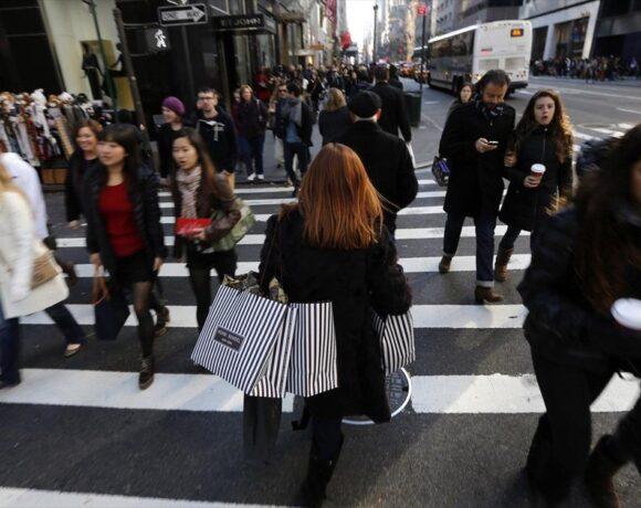 ΗΠΑ: Πτώση ρεκόρ κατά 8,7% στις λιανικές πωλήσεις τον Μάρτιο