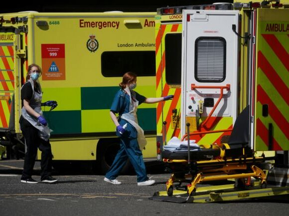 Κοροναϊός: 429 ακόμη θάνατοι σε νοσοκομεία της Βρετανίας