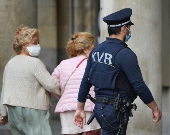 Κοροναϊός : Αντιφατικά τα στοιχεία εξέλιξης τη νόσου στη Γερμανία – Καλούνται οι πολίτες να παραμείνουν σε επιφυλακή