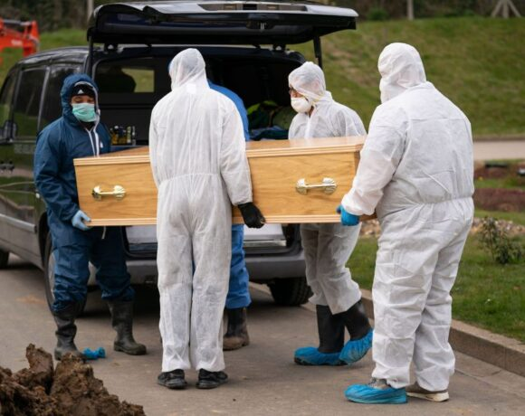 Κοροναϊός – Βρετανία : «Στερνό αντίο» στο 13χρονο που πέθανε από τον ιό – Χωρίς την οικογένειά του η κηδεία