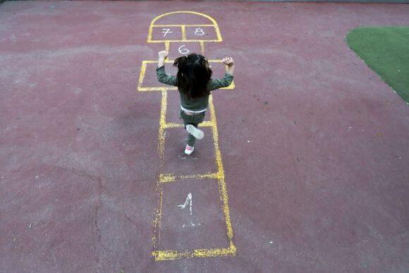 Κοροναϊός – Γαλλία: 700 κλήσεις την ημέρα από κακοποιημένα παιδιά