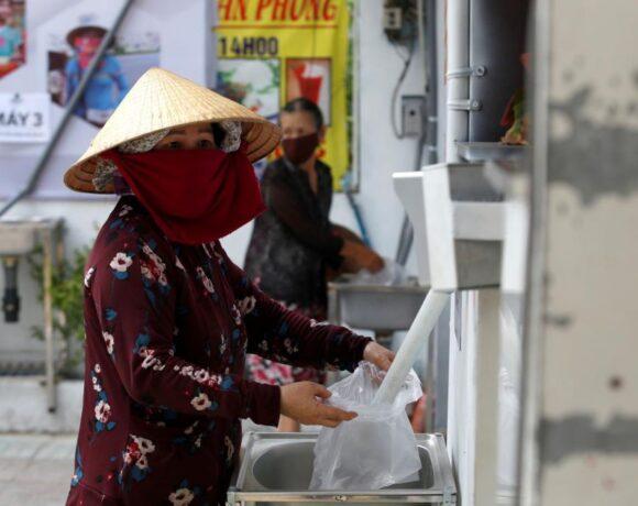 Κοροναϊός : Επιχειρηματίας στο Βιετνάμ έθεσε σε λειτουργία ΑΤΜ για δωρεάν παροχή ρυζιού σε απόρους