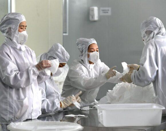 Κοροναϊός : Εργοστάσια αλλάζουν την παραγωγή τους για τον περιορισμό της πανδημίας