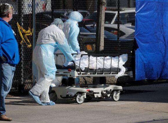 Κοροναϊός : «Θερίζει» τις ΗΠΑ η πανδημία – Τρομοκρατημένοι οι Αμερικάνοι