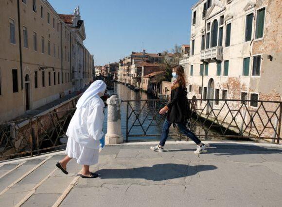Κοροναϊός – Ιταλία : Μειώνονται τα κρούσματα – Να μην υπάρξει χαλάρωση λένε οι ειδικοί