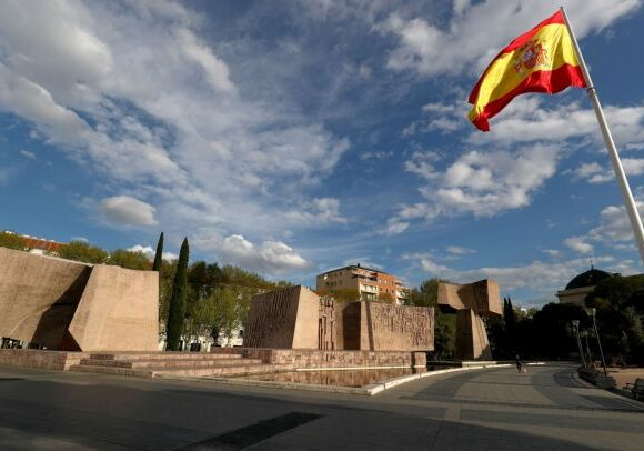 Κοροναϊός: Καθολικό εγγυημένο εισόδημα καθιερώνει η Ισπανία