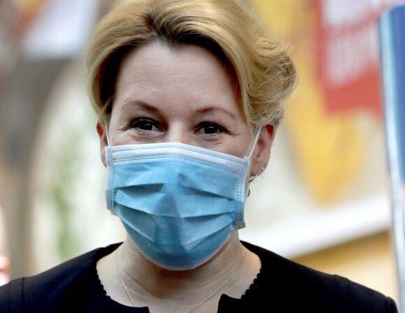 Κοροναϊός: Ο αρχίατρος των ΗΠΑ δείχνει πώς φτιάχνουμε υφασμάτινη μάσκα σε 45 δευτερόλεπτα