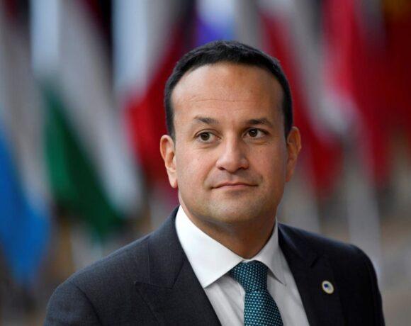 Κοροναϊός : Ο γιατρός-πρωθυπουργός της Ιρλανδίας θα εργάζεται και στο εθνικό σύστημα υγείας