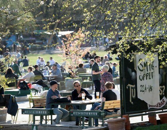 Κοροναϊός : Ο… ιδιαίτερος τρόπος της Σουηδίας να διώξει τον κόσμο από τα πάρκα