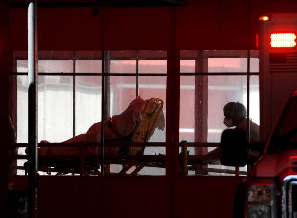 Κοροναϊός : Οι γιατροί επιλέγουν ποιους θα σώσουν στις φτωχογειτονιές της Νέας Υόρκης