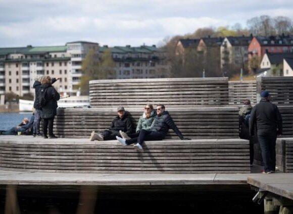 Κοροναϊός : Οργή στη Σουηδία για τα χαλαρά μέτρα – Οι ηλικιωμένοι πληρώνουν το τίμημα