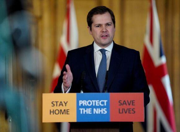 Κοροναϊός: Σάλος με υφυπουργό του Τζόνσον που «σπάει» την καραντίνα